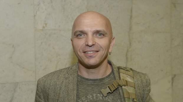"""Экс-солист группы """"Непара"""" Александр Шоуа рассказал о трудностях на шоу """"Маска"""""""