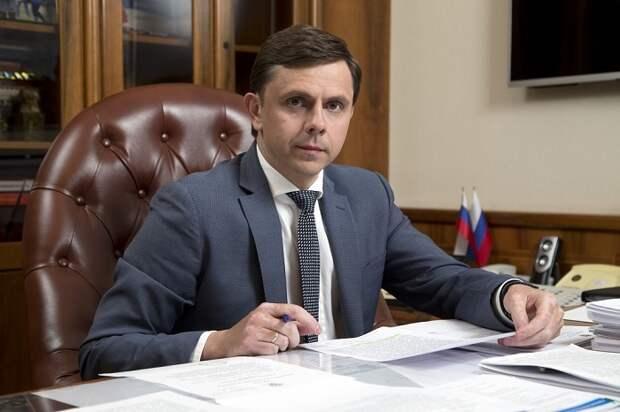 Орловский губернатор отпраздновал Первомай на домашних грядках