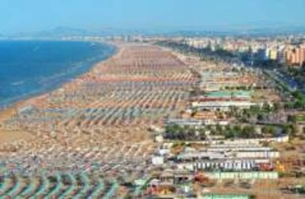 На пляжах итальянского Римини запретили купаться