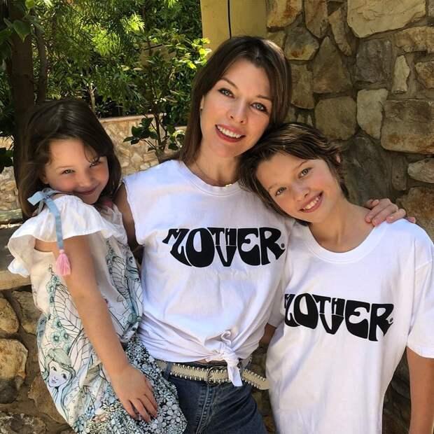10 очаровательных фото дочки Милы Йовович, которая очень похожа на маму