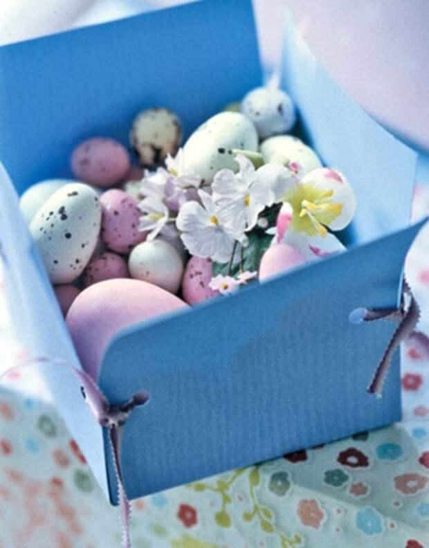 голубая коробка с крашенками