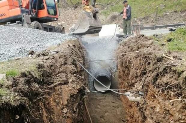 На улицах Ватутина и Зои Космодемьянской обустраивают сети ливневой канализации