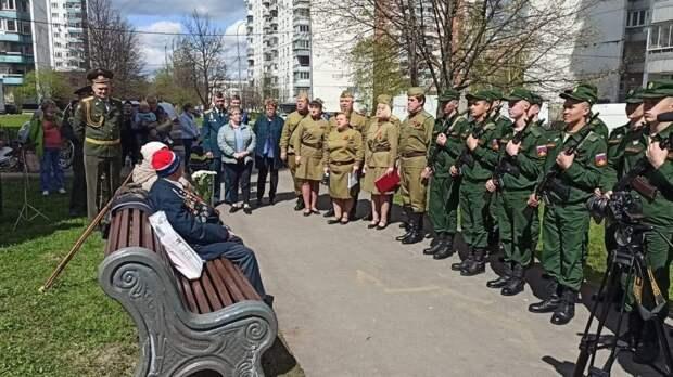 В Москве прошло несколько десятков мини-парадов для ветеранов  войны