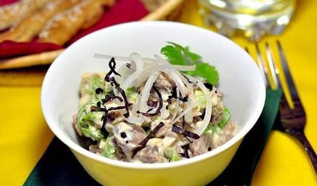 Салат из куриной печени.