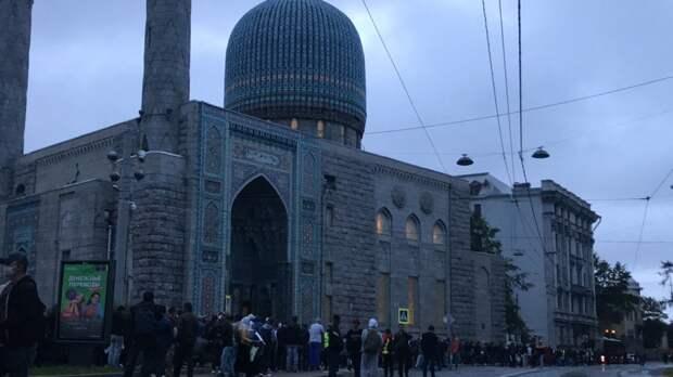 Некоторые мусульмане Петербурга не успели на молитву в честь Ураза-байрама