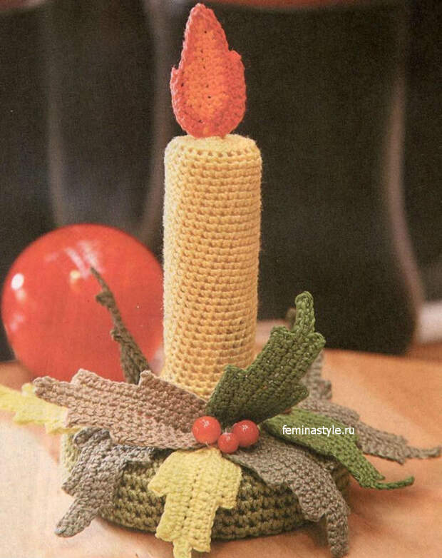 Новогодний декор крючком: свеча с подсвечником
