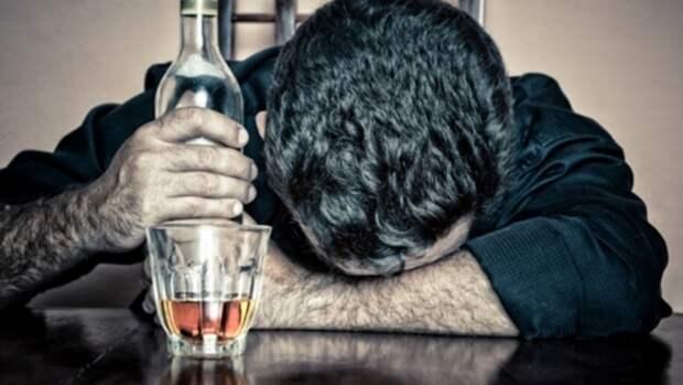 Эксперт объяснил, почему нельзя пить алкоголь после коронавируса