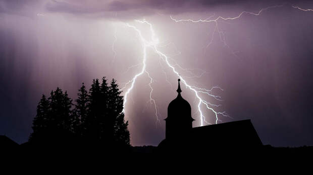 В подмосковном Пушкине молнией ударило женщину