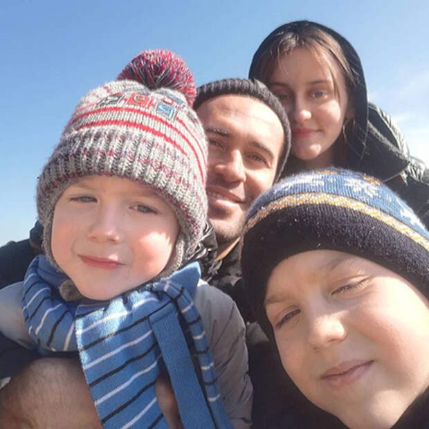 Александр Кержаков с детьми