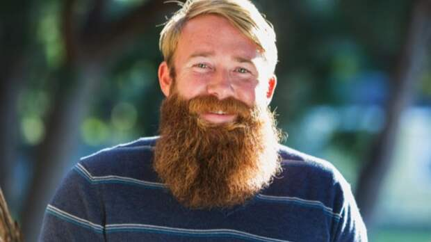 Почему волосы и борода имеют разный цвет