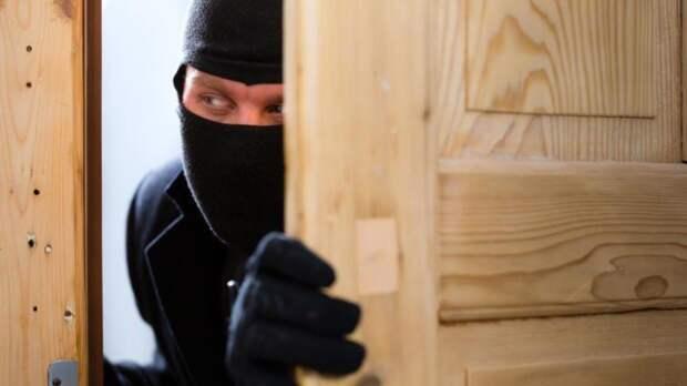 Эксперты в области безопасности рассказали, как защитить дачу от домушников осенью