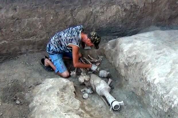 В Азове нашли древнюю могилу кровожадного купца