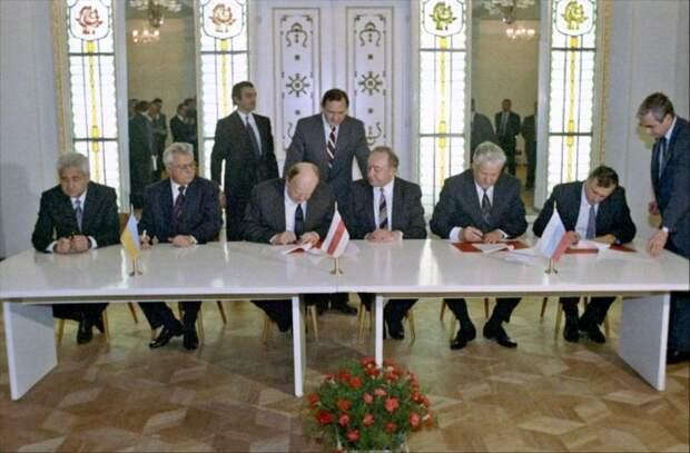 Законен ли распад СССР? Новые подробности «Беловежских соглашений»