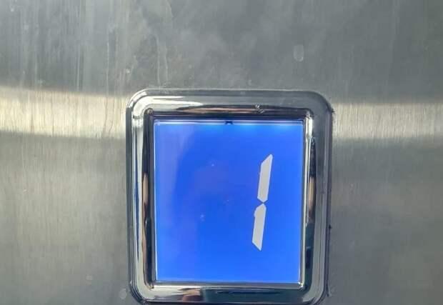 В лифте дома на Новой отремонтировали информационное табло
