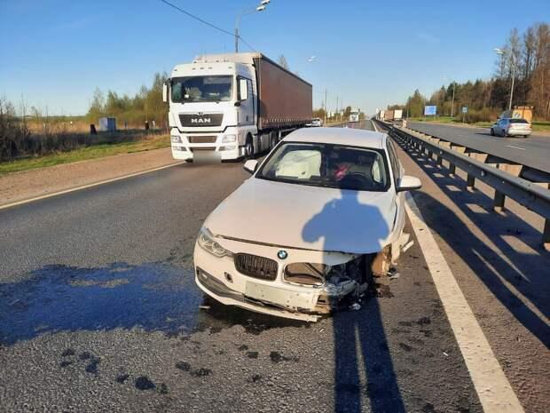 В Тверской области водитель врезался в ограждение из-за солнца