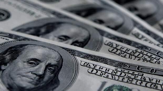 В Кремле прокомментировали заявление Минфина об отказе от доллара в структуре ФНБ