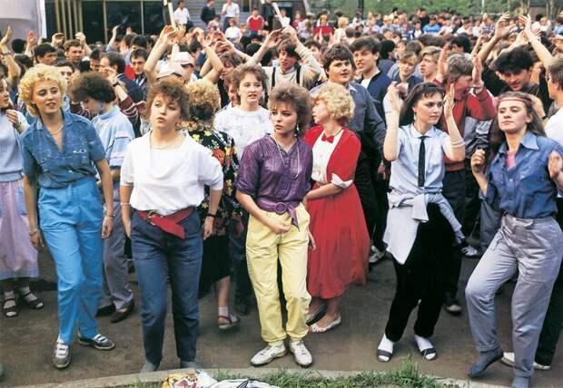 3.  СССР, дискотеки, лихие 90-е, танцы ссср, фото