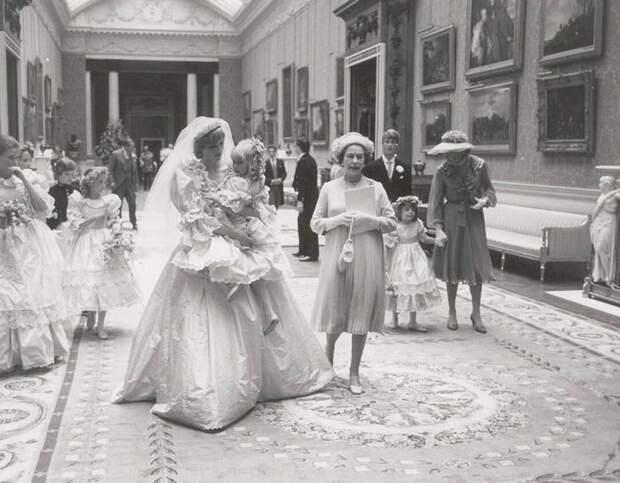 Культовое платье Принцессы Дианы: 31 000 долларов