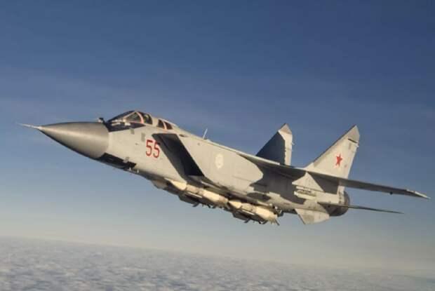 Российский МиГ-31 сопроводил военный самолет США над Чукотским морем