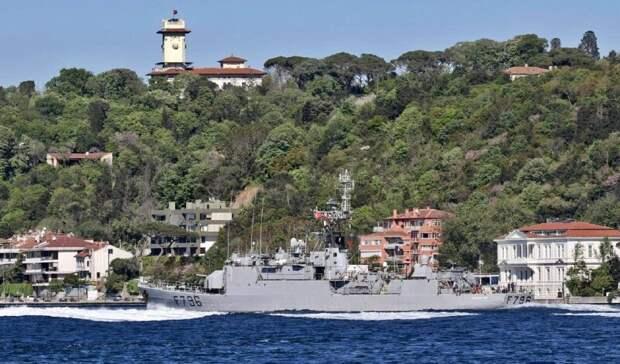 Франция направила к российским границам в Черном море военный корабль