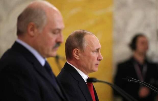 DW: Свергает ли Путин Лукашенко или помогает ему?