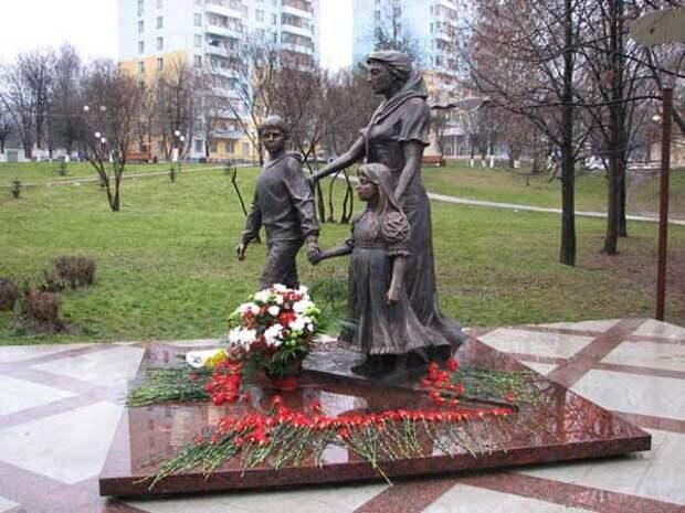 Памятники матерям в России