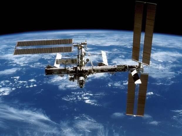 Дырка в МКС, расследование Роскосмоса и «хайли лайкли» в российском варианте из соцсетей по этому поводу
