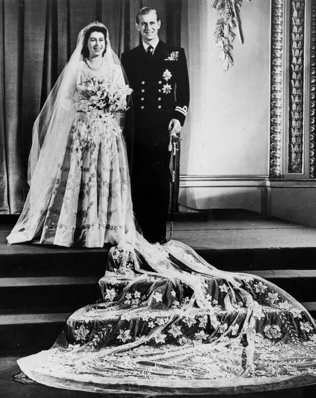 Cразу после войны, в голодном 1947-м, Елизавета II отгуляла пышную свадьбу.