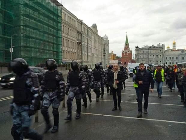 «Врача Навальному!»: как минимум 300 человек задержаны на протестах в России