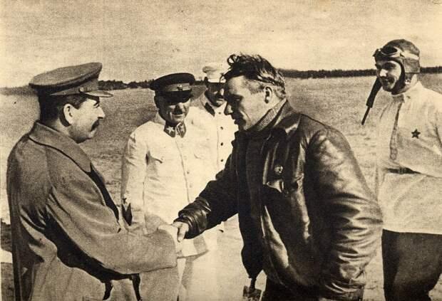В небе — Чкалов. 110 лет со дня рождения