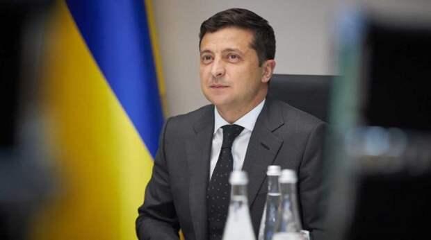 Украинцы высмеяли Зеленского за рабочую поездку с почетным караулом