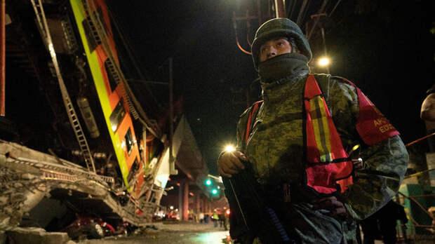 Причину обрушения метромоста в Мехико назвали власти города