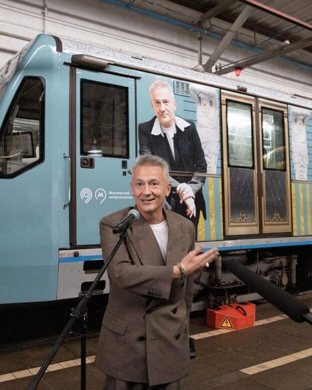 Александр Петров и Стася Милославская отметили запуск тематического поезда в московском метро