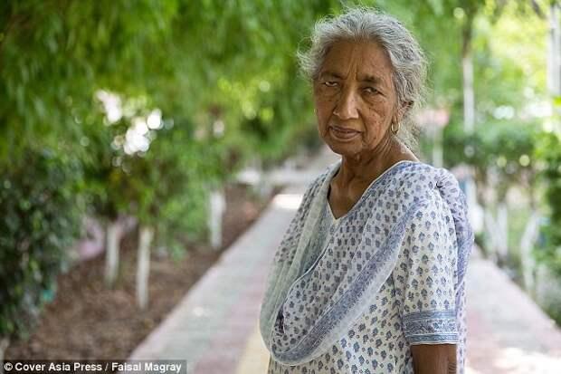 Это был огромный риск, но она на него пошла Мать и сын, пожилая женщина, старородящие
