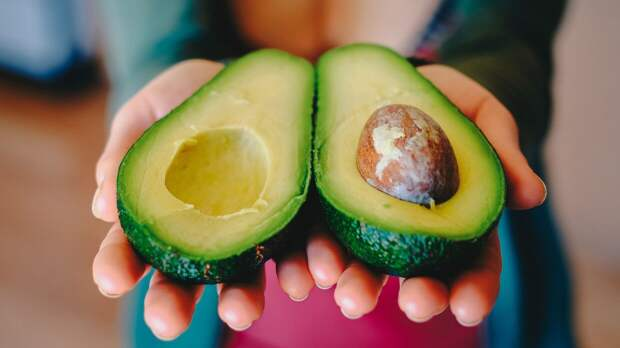 Россиянам дали рекомендации по выбору спелого авокадо