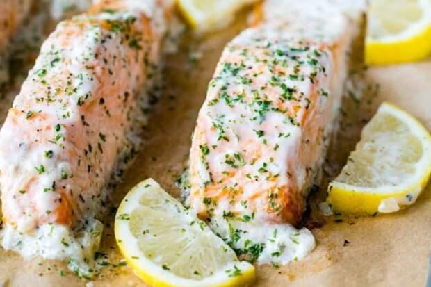 Запечённый лосось под соусом из трав. Вкусовые качества этого блюда вас порадуют 2