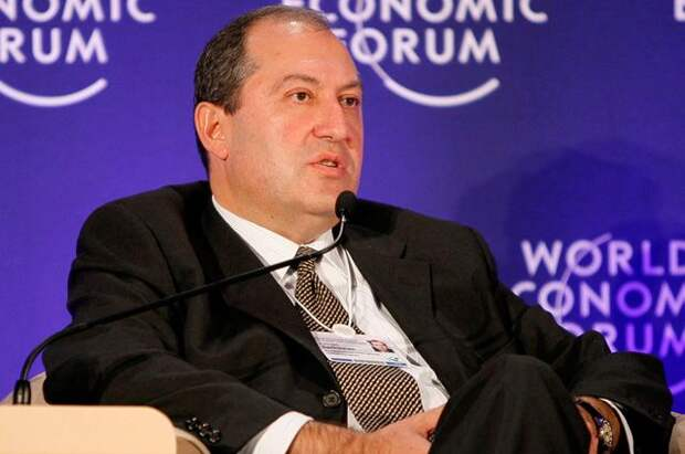 Президент Армении пока не принял решение по отставке главы Генштаба ВС