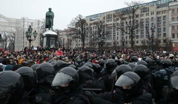 Зараженные коронавирусом пришли на митинг в Москве
