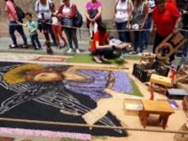 Вулканический песок, живые цветы и народные гулянья. Как отмечают День ковров на Тенерифе