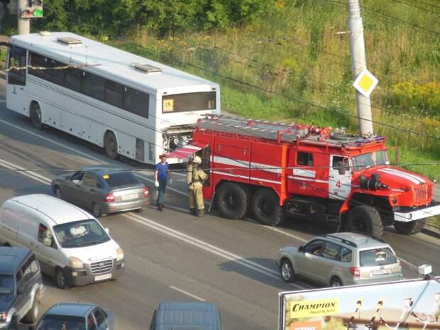 Экскурсионный автобус загорелся в Ижевске