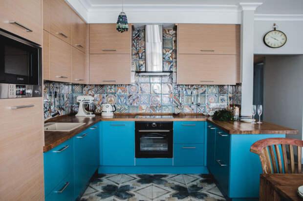 Сочетание бежевого и синего в оформлении мебели.