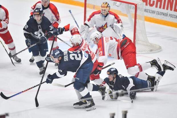 Хоккейный клуб «Ижсталь» проиграл девятый матч подряд