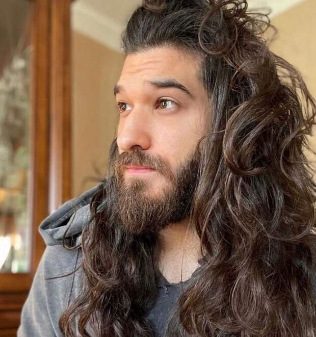 Эти 10 парней не понаслышке знают, как правильно ухаживать за длинными волосами