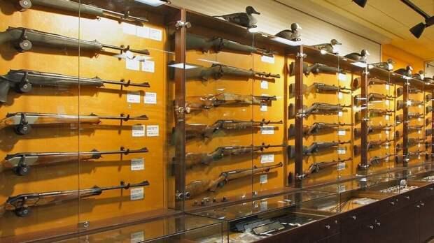 Минимальный возраст владения оружием могут повысить в России
