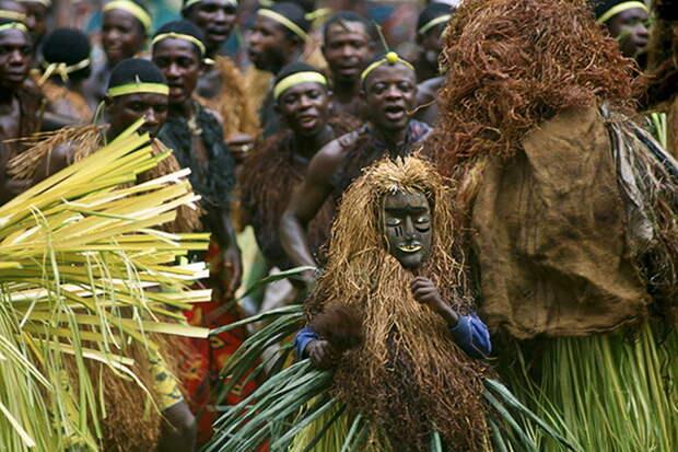 Ритуалы и обряды африканских - и не только - племен уходят корнями в глубокую древность, когда все это было способом выживать во враждебной среде