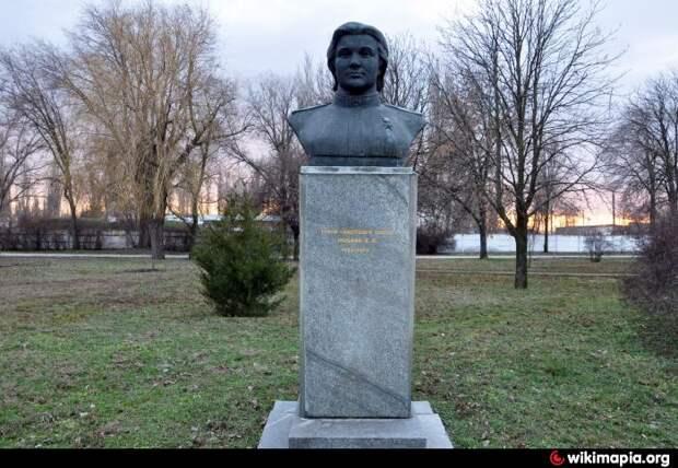 Памятник Е.И. Носаль ( Михайловка)