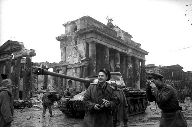 67-Ис-2. берлин. 1945.jpg