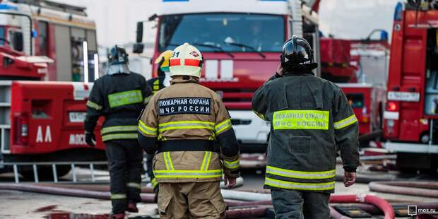 Крупный пожар произошел в здании бывшего кинотеатра «Ленинград»
