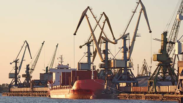 Латвия национализирует все три своих крупных порта