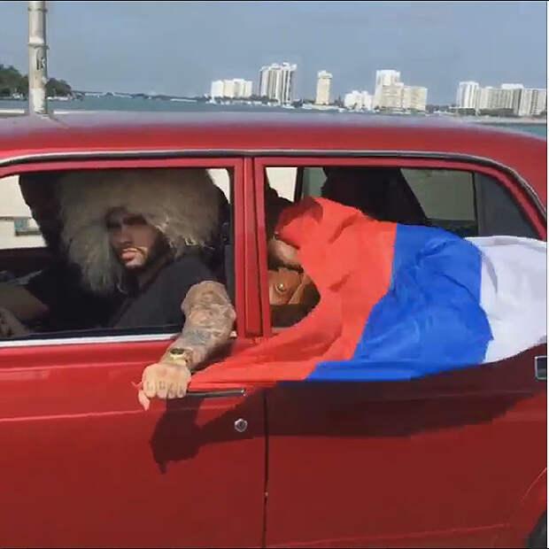 Российского рэпера Тимати арестовали в США за российский флаг. Видео
